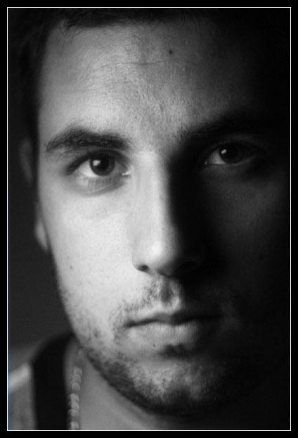 http://www.luneo.org/photos/autoportrait.jpg